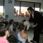 Gonzalo con los niños